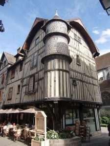 cafes in troyes old town