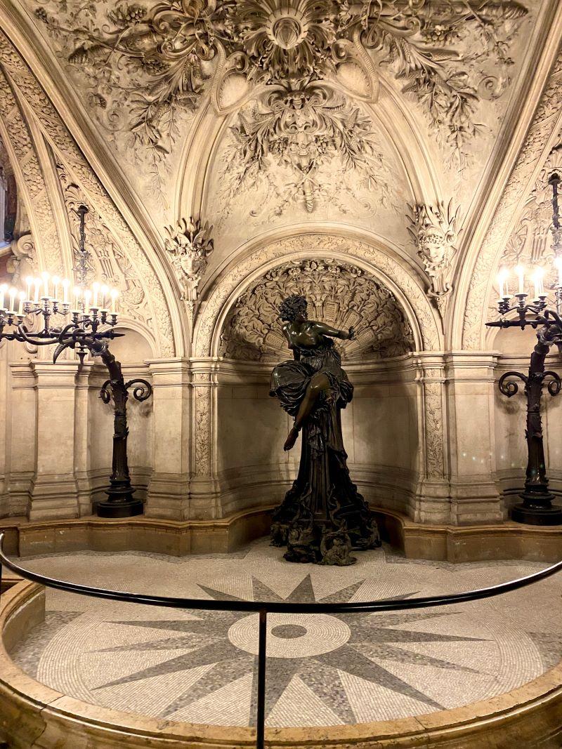 Palais Garnier statue